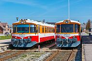 Zwei Lemvigbanen-Triebwagen im Bahnhof Lemvig