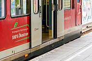 Türen einer S-Bahn der Baureihe 472