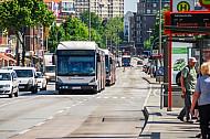 Pulkbildung auf der Metrobuslinie M5 in Hamburg