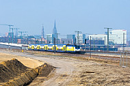 Metronom-Zug in der HafenCity in Hamburg