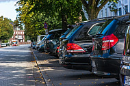 Parkende Autos in der Kellinghusenstraße in Hamburg
