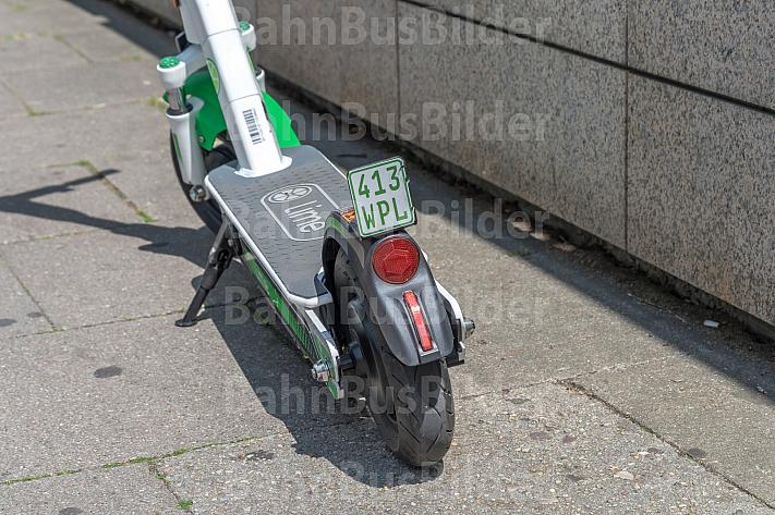 E-Scooter in Deutschland müssen mit einem Versicherungskennzeichen ausgestattet sein
