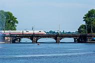 ICE auf der Lombardsbrücke in Hamburg