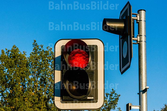Ampel an einem Bahnübergang der AKN in Hamburg