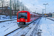 Hamburger Zweisystem-S-Bahn im Winter in Stade