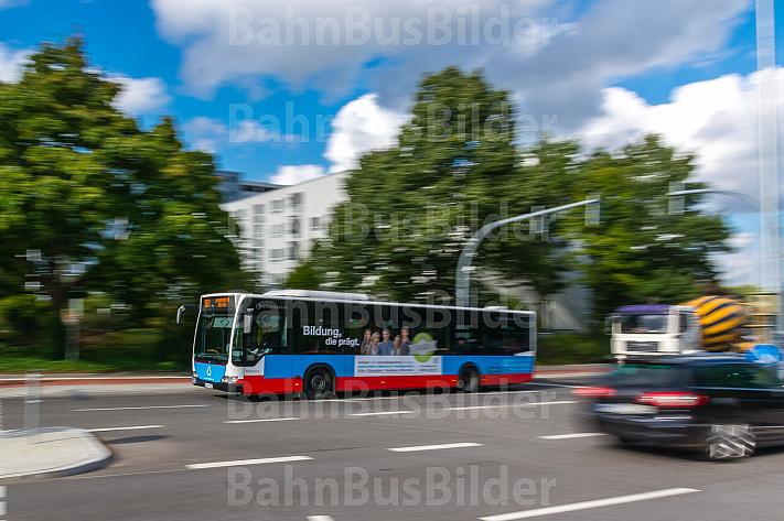 Hochbahn-Bus bei Hagenbecks Tierpark in Hamburg