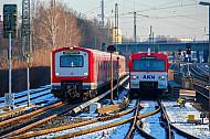 S-Bahn und AKN nebeneinander im Umsteigebahnhof Eidelstedt in Hamburg