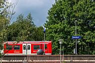 S-Bahn im Bahnhof Diebsteich in Hamburg