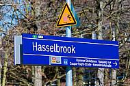 Stationsschild am S-Bahnhof Hasselbrook in Hamburg