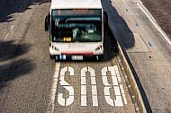 Metrobus 5 auf Busspur in Hamburg (Vogelperspektive)