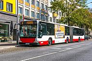 Metrobus der Linie M6 am U-Bahnhof Feldstraße in Hamburg