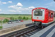 Gut angebunden: Der zukünftige Stadtteil Oberbillwerder (Hintergrund) wird sowohl per S-Bahn als auch per Bus mit dem HVV erreichbar sein