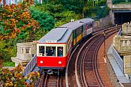 Historische Museums-U-Bahn (T-Wagen) an den Landungsbrücken in Hamburg