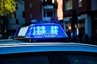 Ein Polizei-Blaulicht auf einem Einsatzwagen in Hamburg