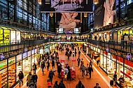 Weihnachtliche Wandelhalle im Hamburger Hauptbahnhof