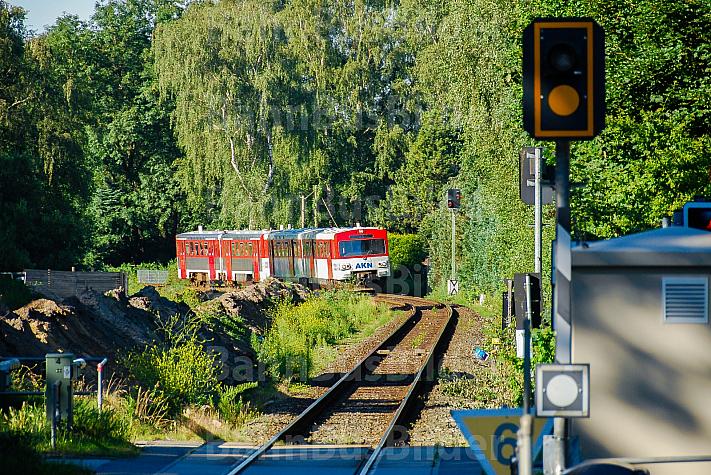 AKN-Triebwagen am Haltepunkt Burgwedel in Hamburg