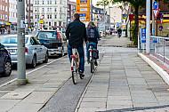 Schmaler Fahrradweg in Hamburg