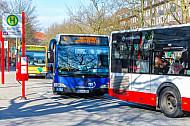 Mehrere Busse stauen sich am U-Bahnhof Schlump in Hamburg