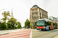 XXL-Bus der Linie M5 an der Universität in Hamburg