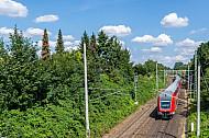 Regionalexpress nach Lübeck am Holstenhofweg in Hamburg-Tonndorf
