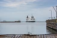 Eine Eisenbahnfähre auf der Vogelfluglinie (Scandlines) erreicht den dänischen Hafen Rödby.