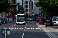 Metrobus der Linie M4 auf Busspur am Dammtor in Hamburg