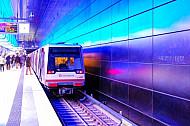 U-Bahn im Bahnhof HafenCity Universität in Hamburg