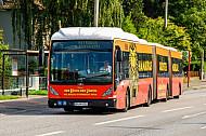 XXL-Bus der Hochbahn auf der Kollaustraße in Hamburg