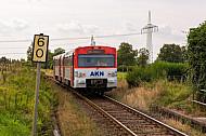 AKN-Triebwagen am Bedarfshaltepunkt Bokholt (Linie A3) in Schleswig-Holstein