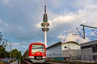 S-Bahn vor dem Hamburger Fernsehturm