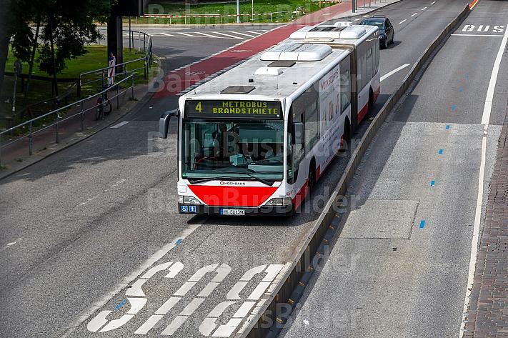 Metrobus der Linie M4 am Dammtor in Hamburg