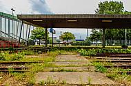 Stillgelegte Bahnsteige und Gleise im Fährbahnhof Puttgarden auf Fehmarn in Schleswig-Holstein