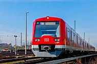 S-Bahn an der Elbgaustraße in Hamburg mit dem Hinweis