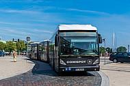 XXL-Bus der Hochbahn am Jungfernstieg in Hamburg