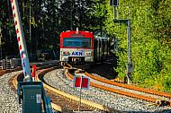 AKN-Triebwagen an einem gesperrten Gleis