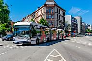 XXL-Bus der Hochbahn in der Universität / Staatsbibliothek in Hamburg