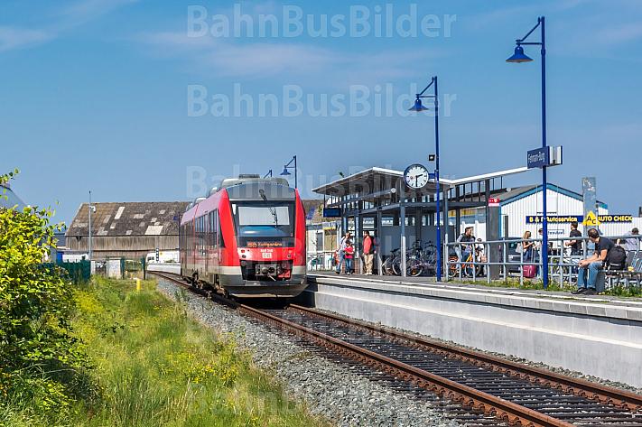 Regionalbahn im Bahnhof Burg auf Fehmarn