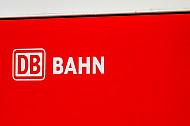 Schild mit Logo: Deutsche Bahn