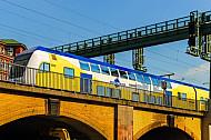 Metronom-Zug am Hauptbahnhof in Hamburg