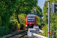 Regionalzug (Sonderzug) am 2013 neu eröffneten Haltepunkt Schulen am Langsee in Kiel