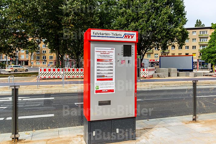 Fahrkartenautomat an Bushaltestelle in Hamburg