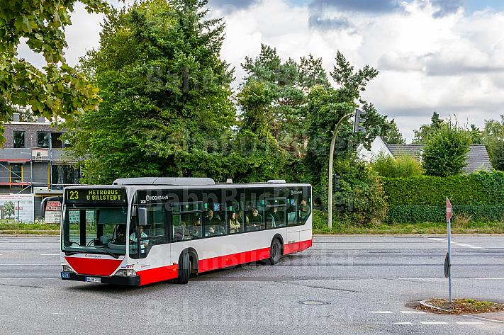 Metrobus der Linie M23 am Niendorfer Markt in Hamburg
