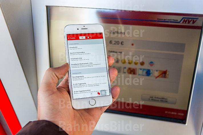 Handyticket per HVV-App oder Fahrkartenautomat? In Hamburg haben Fahrgäste die Wahl