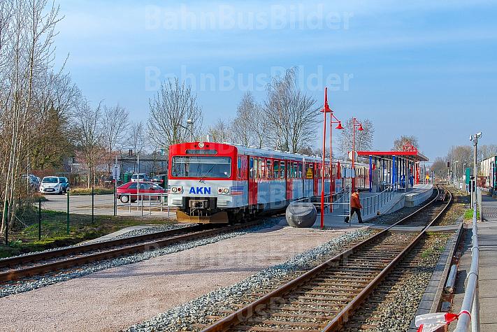 AKN-Triebwagen im Bahnhof Hamburg-Schnelsen