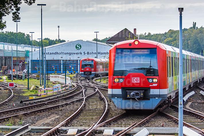 Ein S-Bahn-Zug steht vor dem S-Bahn-Betriebswerk in Hamburg-Ohlsdorf