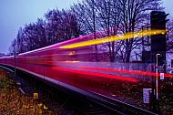 Lichter einer S_Bahn im Herbst in Hamburg