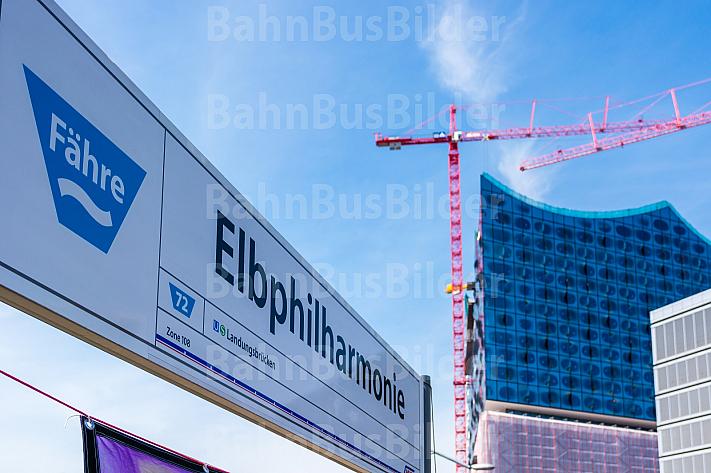 Stationsschild am Anleger Elbphilharmonie in Hamburg