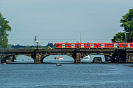 S-Bahn auf der Lombardsbrücke in Hamburg