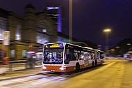 Metrobus bei Nacht am Dammtor  in Hamburg