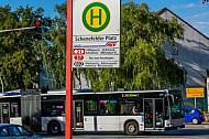 Metrobus der Linie M2 am Schenefelder Platz in Hamburg